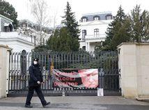 Česko vyhostí ruských diplomatov. Má ísť o agentov zapojených do výbuchu muničných skladov