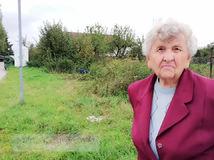 Boj dôchodkyne pokračuje, mesto trvá na parkovisku pri jej pozemku