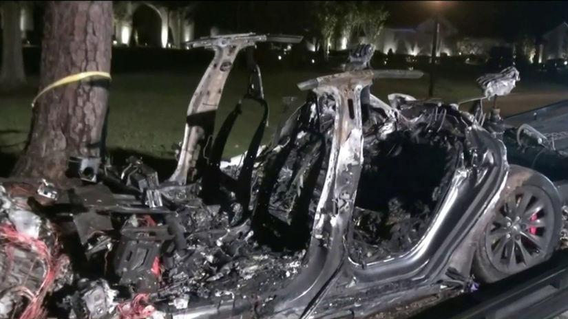 Tesla nehoda