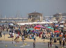 Izrael, koronavírus, pláž