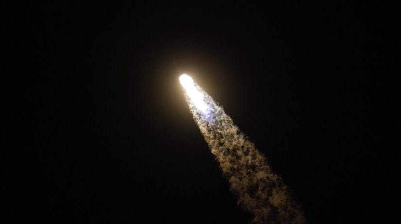 vesmír SpaceX raketa crew dragon