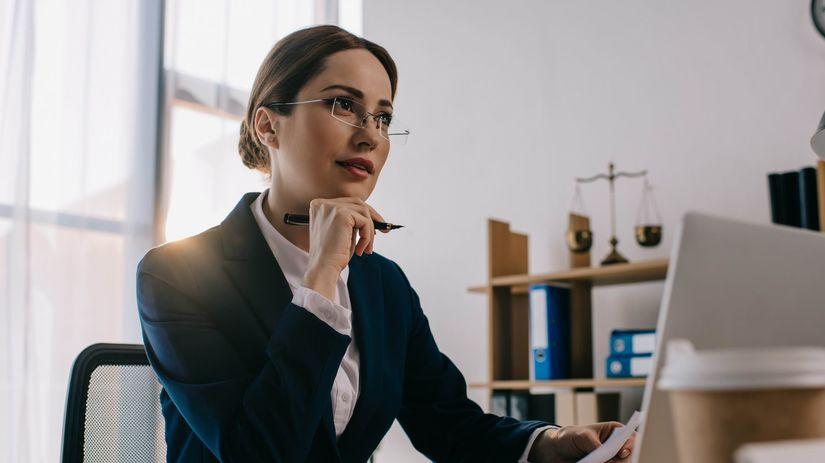 žena, kancelária, práca, právnička,...