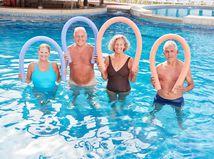 seniori, bazén, úsmev, cvičenie, aquapark, kúpele