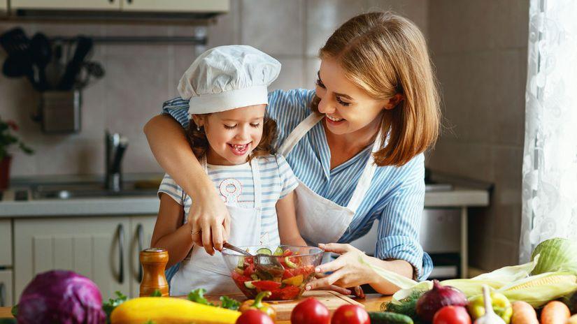 dieťa, mama, šalát, zelenina, kuchyňa, zdravá...