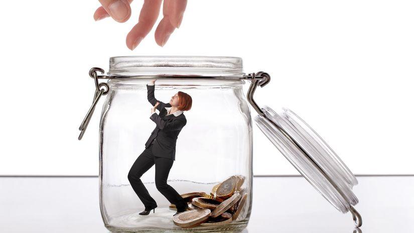 žena, úspory, dlhy