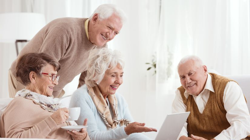 penzisti, dôchodcovia, seniori, smiech