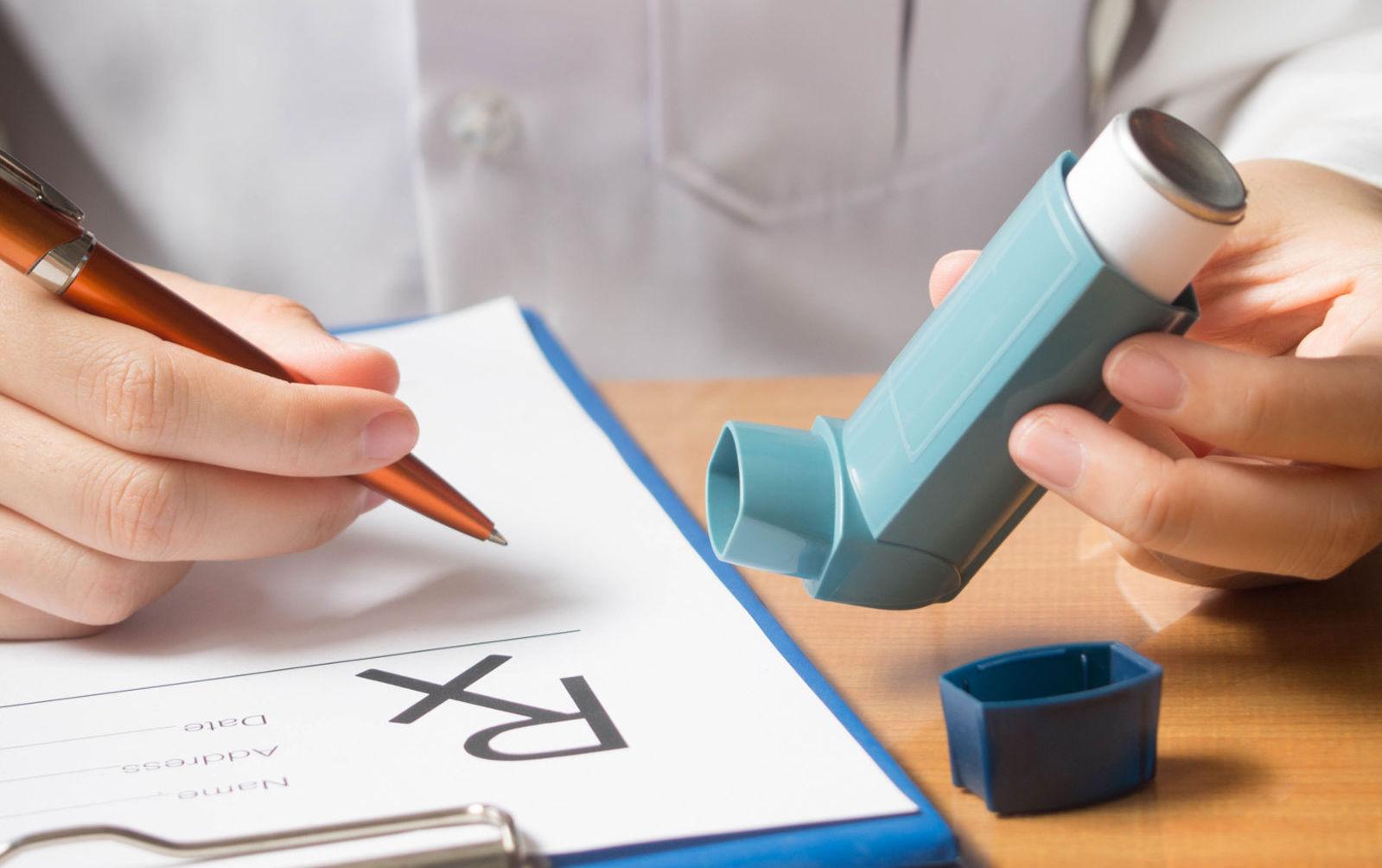 doktor, inhalátor, astma, predpis