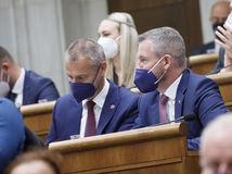 Poslanci Pellegriniho 300 eur pre deti odmietli. Fico: Koalícia trestá slušných ľudí