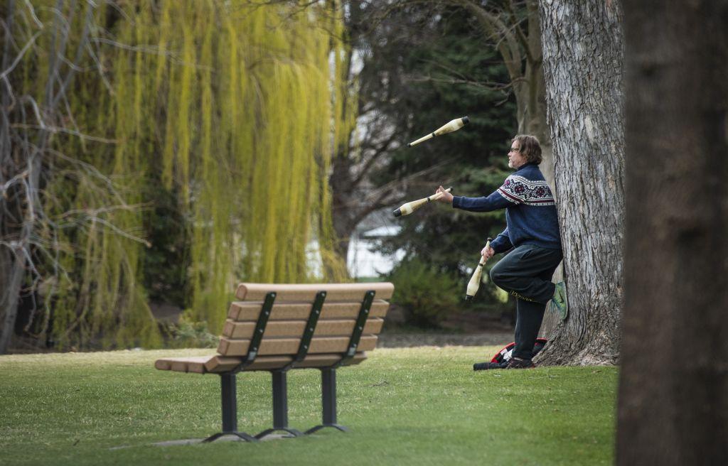 Washington, lavička, žonglovanie, park