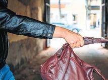 Dievčenský gang v Komárne. Psychologička: Výtržníčky skúšajú hranice