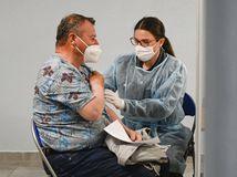 Z vyše 6700 PCR testov bolo 258 pozitívnych. Počet hospitalizovaných naďalej klesá