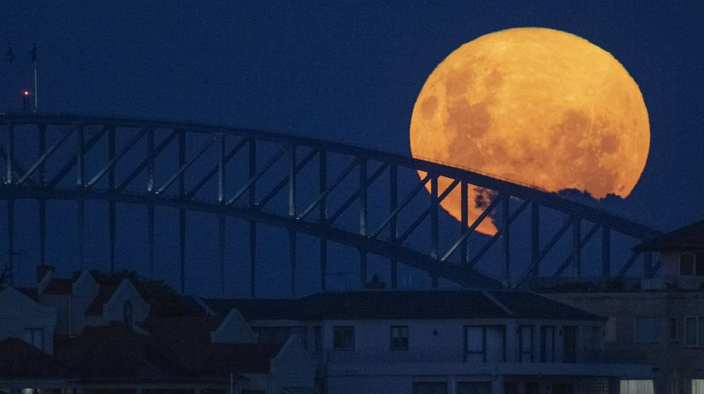 Austrália, Mesiac, most Sydney Harbour Bridge