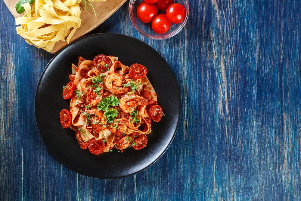 Fettuccine, cestoviny, bazalka, špagety
