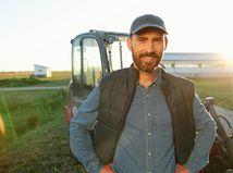 muž, traktor, pôda, poľnohospodár, farmár, úsmev
