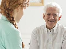 seniori, dôchodcovia, opatrovanie, sestrička, radosť