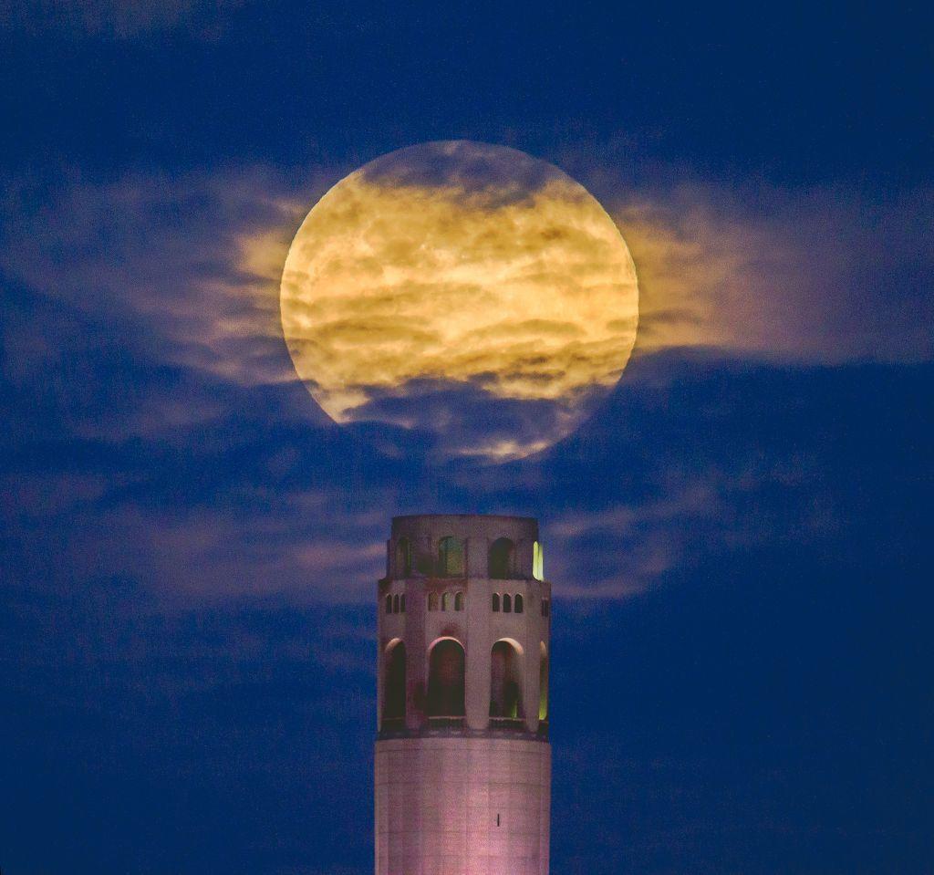 Mesiac, veža, San Francisco