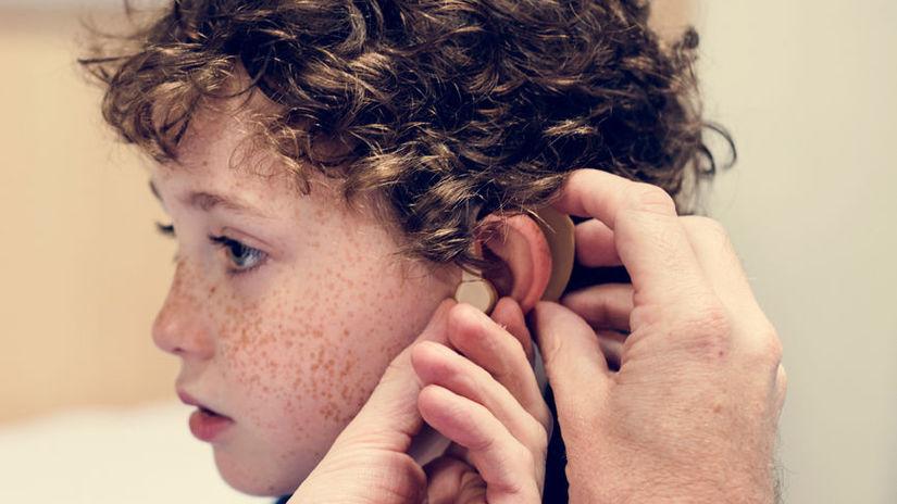 hluchý, nepočujúci, ŤZP, nedoslýchavosť, dieťa,...