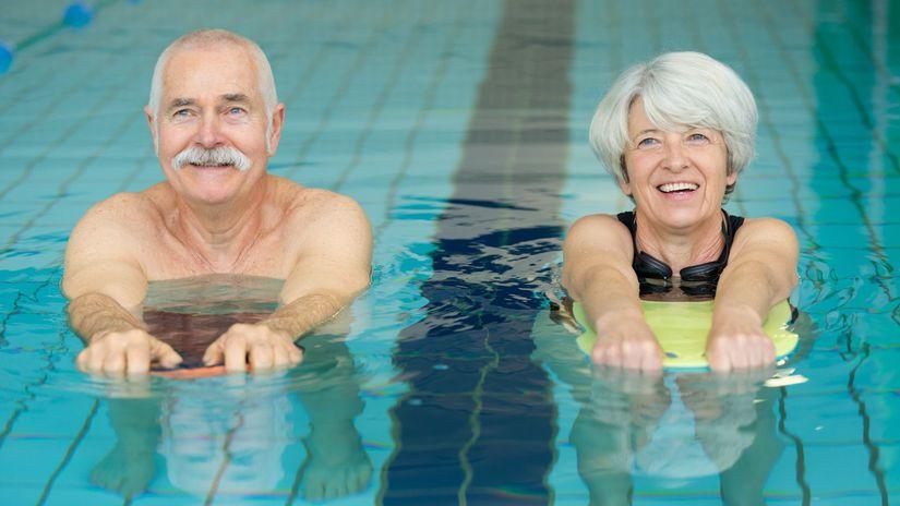 seniori, bazén, rekreácia, oddych, dovolenka,...