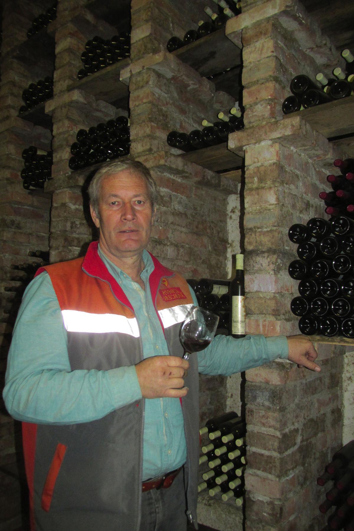 Vinár a vinohradník Pavol Michálek.