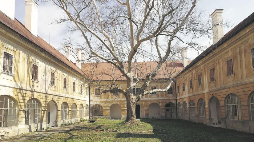 Žiar nad Hronom, Biskupský kaštieľ