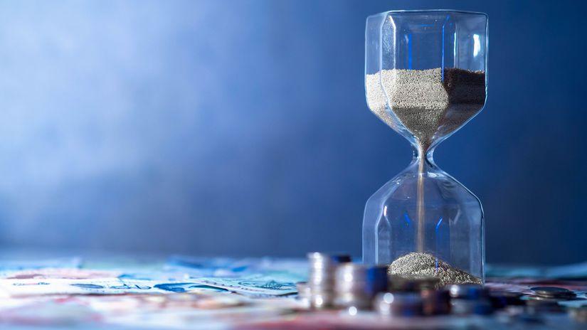 presýpacie hodiny, mince, peniaze