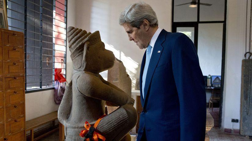 Kambodža / John Kerry / Socha /