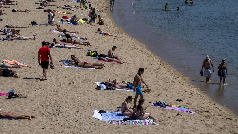 Španielsko koronavírus  kúpanie pláž more