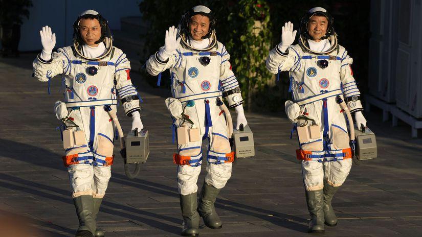 Čína vesmír stanica Tchien-kung posádka prvá