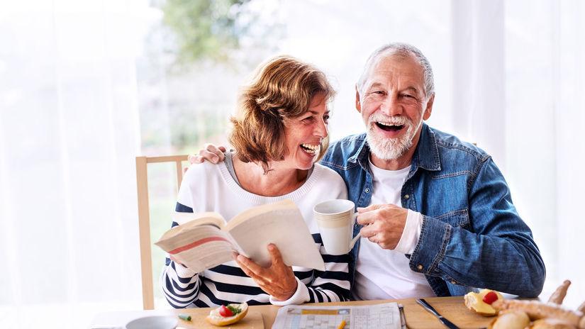 raňajky, čítanie, penzisti, seniori, manželia,...