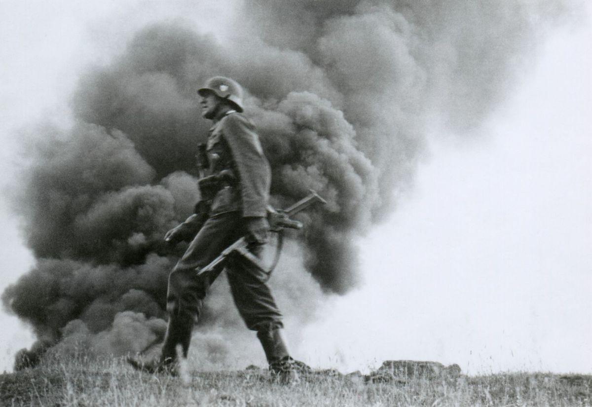 vojak, dym, 1941, operácia Barbarossa