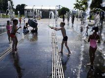 rusko moskva fontána deti horúčavy leto