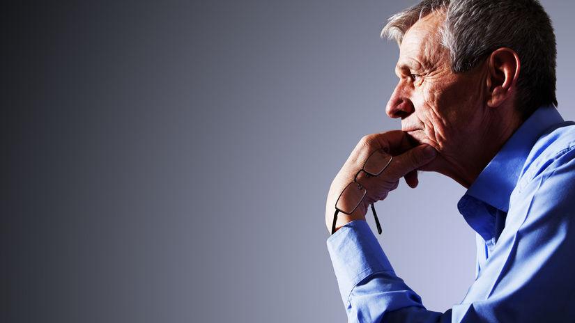 muž, senior, dedko, rozmýšľanie, práca