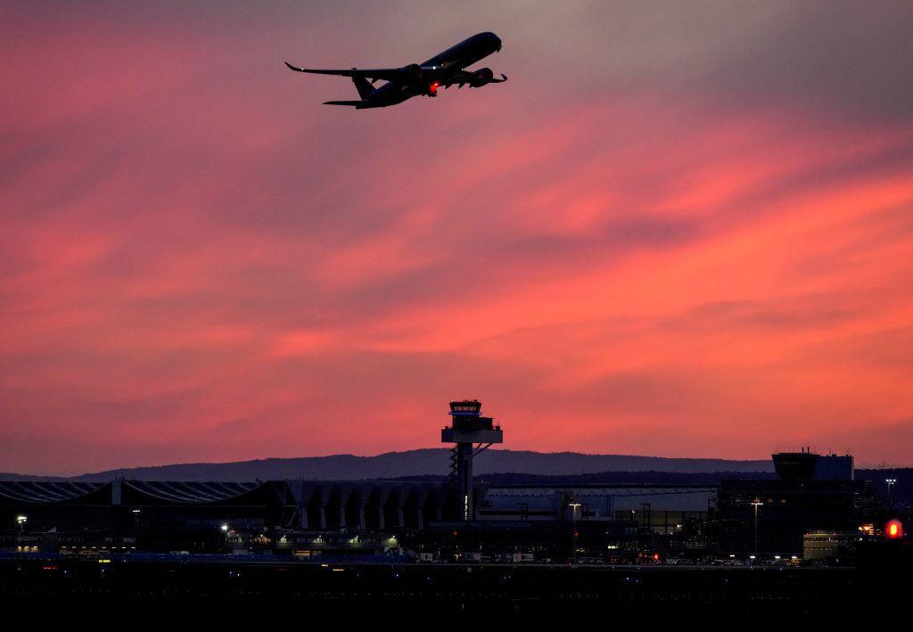 lietadlo, letisko, doprava, cestovanie