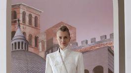 Modelka českého pôvodu Pavlína Pořízková sa objavila na prehliadke Fendi Haute Couture Jeseň/Zima 2021 v Ríme.