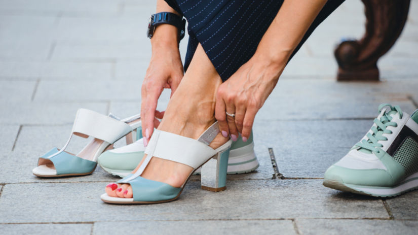 opätky, sandále, tenisky, otlaky, chodidlo