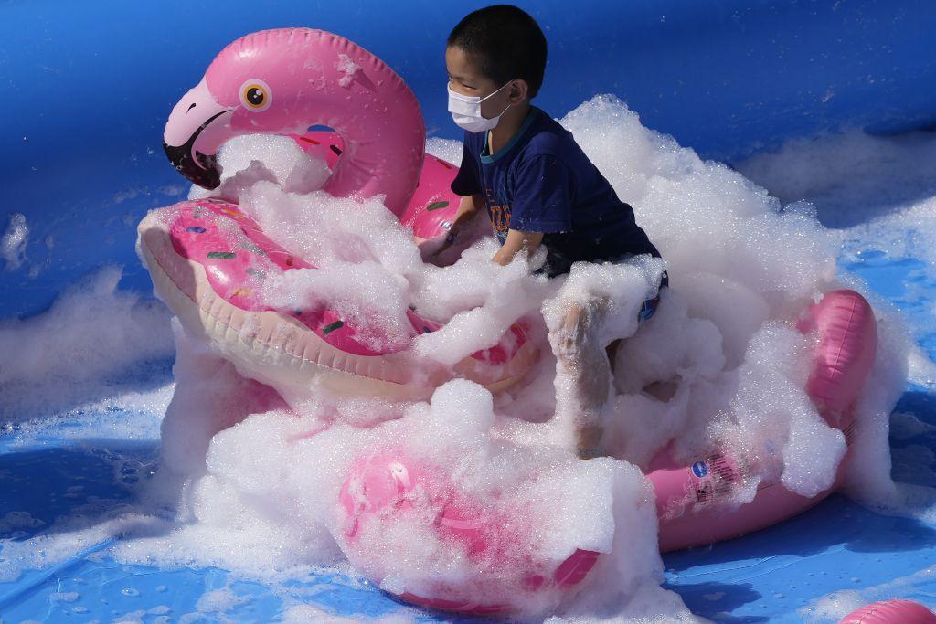 pena, ružový plameniak, dieťa, zábava