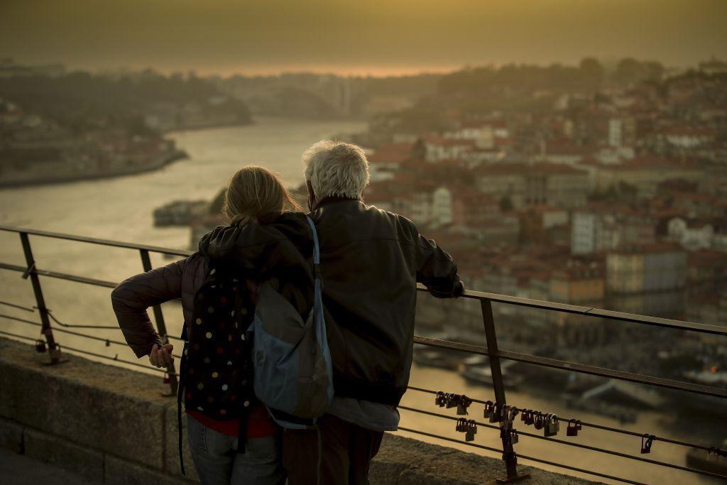 Portugalsko, výhľad, most, rieka Douro, turisti,