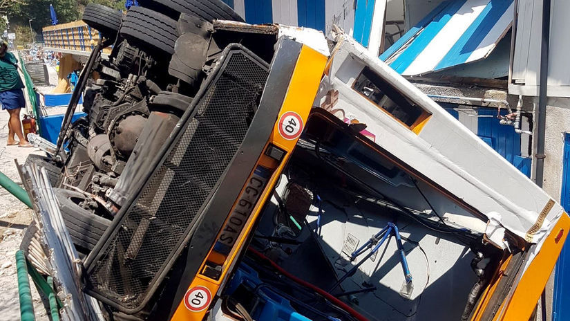 Taliansko Capri autobus zrútenie pláž vodič úmrtie