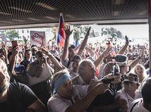 V súvislosti s piatkovým protestom pred NRSR obvinili 40-ročnú ženu
