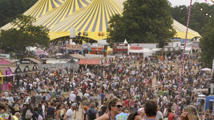 Británia, kronavírus, festival