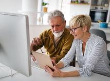 manželia, vysvetľovanie, tablet, počítač, pomoc, technická podpora