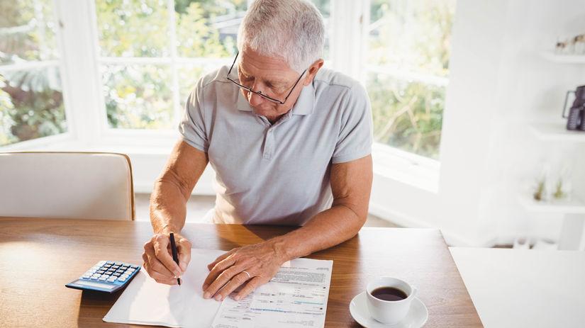 muž, senior, dôchodca, počítanie, papiere,...