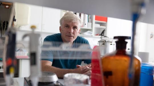 Mikrobiológ Imrich Barák: Vývoj liekov trvá oveľa dlhšie ako u vakcín