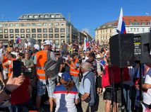 Odporúčanie polície: Vyhnite sa miestam protestov. Vallo žiada o ochranu Bratislavy