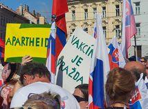 Protest pri Prezidentskom paláci pokračuje. Polícia tvrdí, že prijala opatrenia