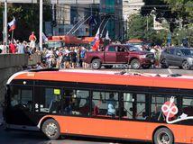 Odporcovia očkovania zablokovali Bratislavu, vytlačili ich ťažkoodenci