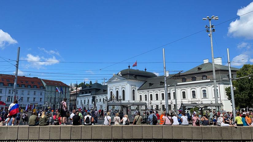 protest hodžovo  prezidentský palác