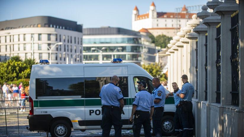 Prezidentský palác / Polícia /