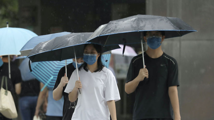 Ľudia s rúškami na Taiwane