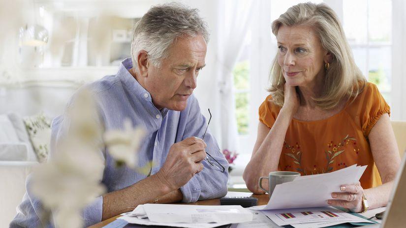 manželia, seniori, rozmýšľanie, rozhovor, papiere
